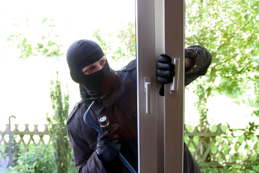 Ob das fenster gegen einbruch sein kann rehau fenster for Fenster gegen einbruch schutzen
